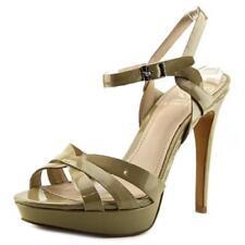 Calzado de mujer sandalias con tiras de color principal crema de charol