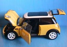 BMW MINI COOPER 2001 YELLOW KYOSHO 1/18 GELB WEISS NEW
