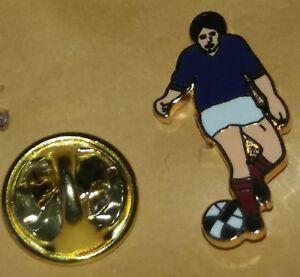 FOOTBALLER IN BLUE SHIRT LAPEL BADGE   LINFIELD RANGERS CHELSEA A