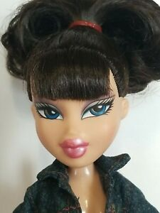 Bratz Jade Doll MGA Black Curly Hair Blue Eyes Super Cute