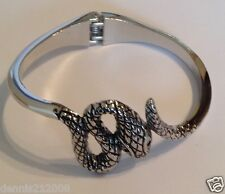 Stunning bracelet spring clasp hinge snake reptile black and silver tone  B205