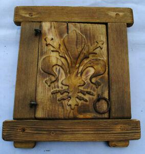 Finestra in legno con grata in ferro battuto -giglio intagliato-B-