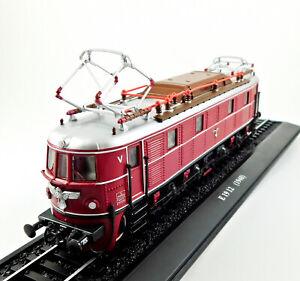 E 19 12 (1940) Deutsche Reichsbahn Locomotive Model Train on Track Scale 1:87