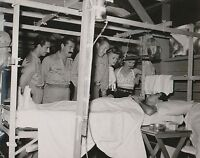 BOB HOPE & OTHERS VISIT A WOUNDED SOLIDIER IN SOUTH PACIFIC 8X10 PHOTO (EP-927)