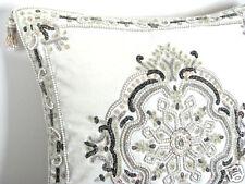Dekokissen, Prunkkissen *Glamour ivory*, pompös perlenbestickt, ein Kunstwerk