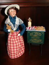 Byers Choice Christmas Caroler Gingerbread Biscuit Woman Vendor w Oven Stand
