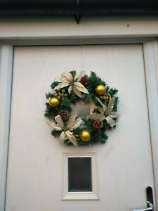 40cm (16 INCH) SPRUCE/PINE WREATH WITH POINSETTIAS BAUBLES CONES AND BERRIES...
