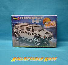 1:25 Revell - California Wheels Hummer H2 Plastic Model Kit(85-2867)