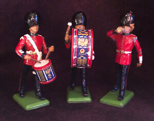 Vintage England Britains 1986 English Guard Metal Toy Soldiers