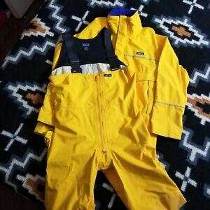 Patagonia suit Rain jacket Snow Jacket  Suspender rain Pants hood Medium yellow