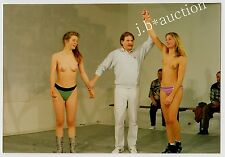 Semi-Nude Female Catcher / Halb-Nackte Ringerinnen / Wrestler * 80s Photo #5