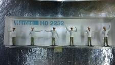* Merten HO 2252 Pack Traffic Policeman 6 figures OO / HO Gauge 1:87