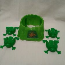 2004 Cranium Balloon Lagoon Green Replacement Parts Pieces 4 Frogs & Log Pond