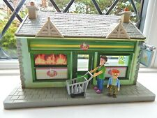 DILYS AND NORMAN PRICE WITH SHOPPING TROLLEY & SUPERMARKET FROM FIREMAN SAM