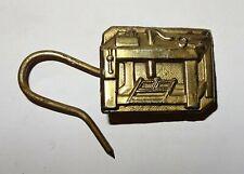 crochet de tablier en étain - métier de menuisier ébéniste - outils anciens