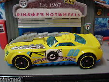 2013 DEMOLITION DERBY Design Ex BARBARIC☆Yellow☆LOOSE☆Hot Wheels