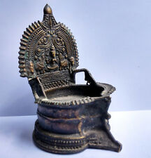 Ancienne lampe à huile en bronze Lakshmi Tamil Nadu Inde du Sud 19e