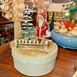 Füllbox, Spanschachtel, Weihnachtsmann im Wald mit Reh, Baum und Zaun,Erzgebirge