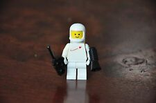 1x LEGO Minifig Mini figures VINTAGE Space Men Astronaut WHITE - Excellent