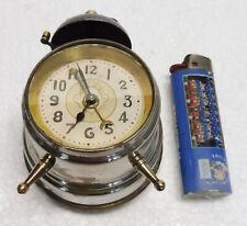 Joli petit REVEIL mécanique  miniature années 1950 fonctionne pendulette