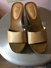 aff5449e124 jessica simpson Brown Tan Clog heels With Gold Detail On Side size 7