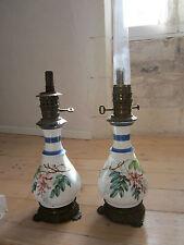 JOLIE PAIRE DE LAMPE A PETROLE XIXémeS PORCELAINE DE PARIS DECOR GLICINES DS JUS