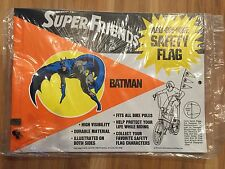RARE VINTAGE SEALED SUPER FRIENDS BATMAN 1974 CYCLE SAFETY BIKE FLAG & CLIPS