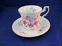"""ROSINA """"QUEENS"""" VINTAGE TEA CUP AND SAUCER - FINE BONE CHINA - MADE IN ENGLAND"""