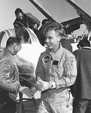 BRUCE PETERSON NASA TEST PILOT AFTER FIRST FLIGHT OF HL-10 - 8X10 PHOTO (EP-121)
