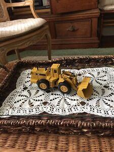 ERTL Caterpillar CAT 988B Metal Front End Loader