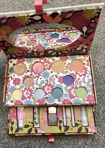 Boots 'Cute or What' Make Up Collection VGC