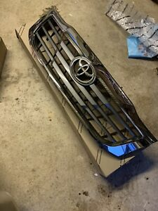 Toyota Hilux Genuine Front Grill 2012-2016