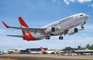 BPK 7218 - 1/72 - Airplane Boeing 737-800 airlines Qantas Plastic Model Aircraft