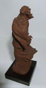 Josep Bofill, escultura vintage Mujer al viento, Resina terracota,30cm.1500gm.