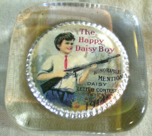 VINTAGE ADVERTISING GLASS PAPERWEIGHT THE HAPPY DAISY BOY 1914 HONORABLE MENTION