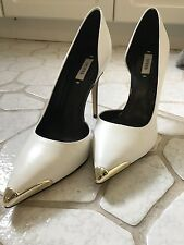 Guess Wmns 7.5, Leather Wht/Blk, Gold Toe High Heel Pumps.