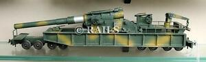 HO GAUGE MILITARY CAMOUFLAGED 8 AXLE RAILWAY GUN WAGON