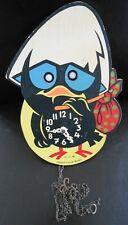 Ancienne horloge Calimero en bois avec mecanisme sur les yeux de marque U.C.W