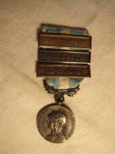 Médaille française coloniale avec trois barrettes