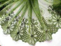 1 lfM. Spitzenborte Tüllspitze Band Bordüre Stickerei Grün Blume 13cm breit