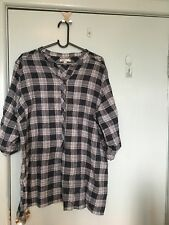 Resort Report navy and white shirt in size 18
