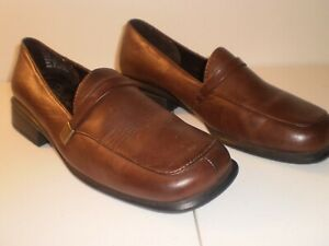 THOM MCAN WOMENS LEATHER SLIP-ON SHOE WITH HEEL SIZE 7 GOOD CONDITION