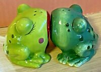 Salt & Pepper Shakers-Green Frogs Kissing-Novelty Collectables-Magnetic-Ceramic