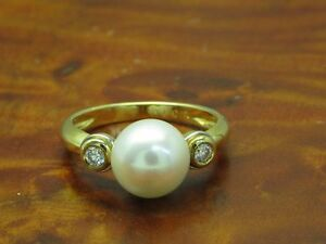 18kt 750 Yellow Gold Ring With Akoya - Pearl & 0,12ct Brilliant Trim/ 4,3g/ Rg