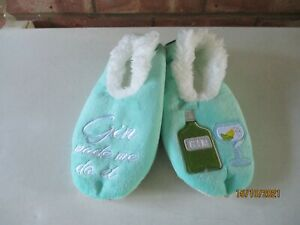 Snoozies! Pairables Slipper Gin Made Me Do It - Size Medium - 5-6  – New