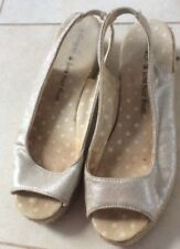 SIZE 6 GOLD COLOURED FABRIC AND ROPE SANDAL