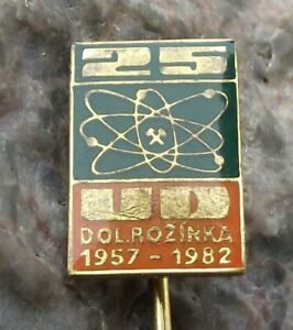 1982 Uranium Mines Rozinka Atom Atomic Symbol Electron Anniversary Pin Badge