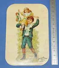 CHROMO CHOCOLAT POULAIN 1880-1900  FILLETTE AVEC POUPEE SUR LES EPAULES GARCON