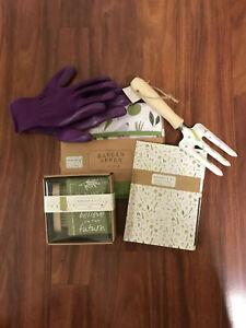 Gardener's Gift Pkg. Apron, Note Set, Gloves, Rake, Towel & Scrub brush, (A1)
