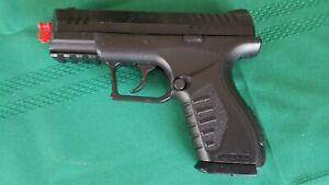 "Umarex X.B.G Air Pistol Semi-Auto ""Uses C.O.2 Cartridge"" BB Clip - Holds 20 BB's"